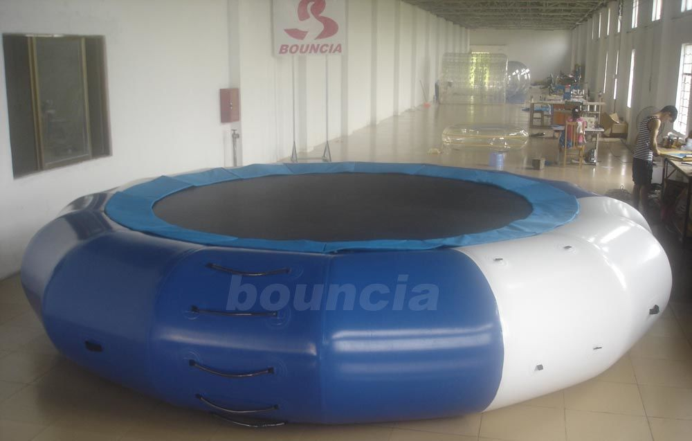 5m Diameter Inflatable Aqua Jumping Trampoline With Solid Net supplier